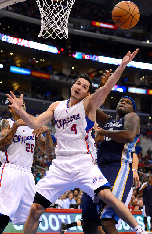 . Los Angeles Clippers\' J.J. Redick tries to hgrab a rebound against the Memphis Grizzlies during the second half Monday, Nov. 18, 2013, in Los Angeles.  The Clippers lost the game 106-102.(Andy Holzman/Los Angeles Daily News)