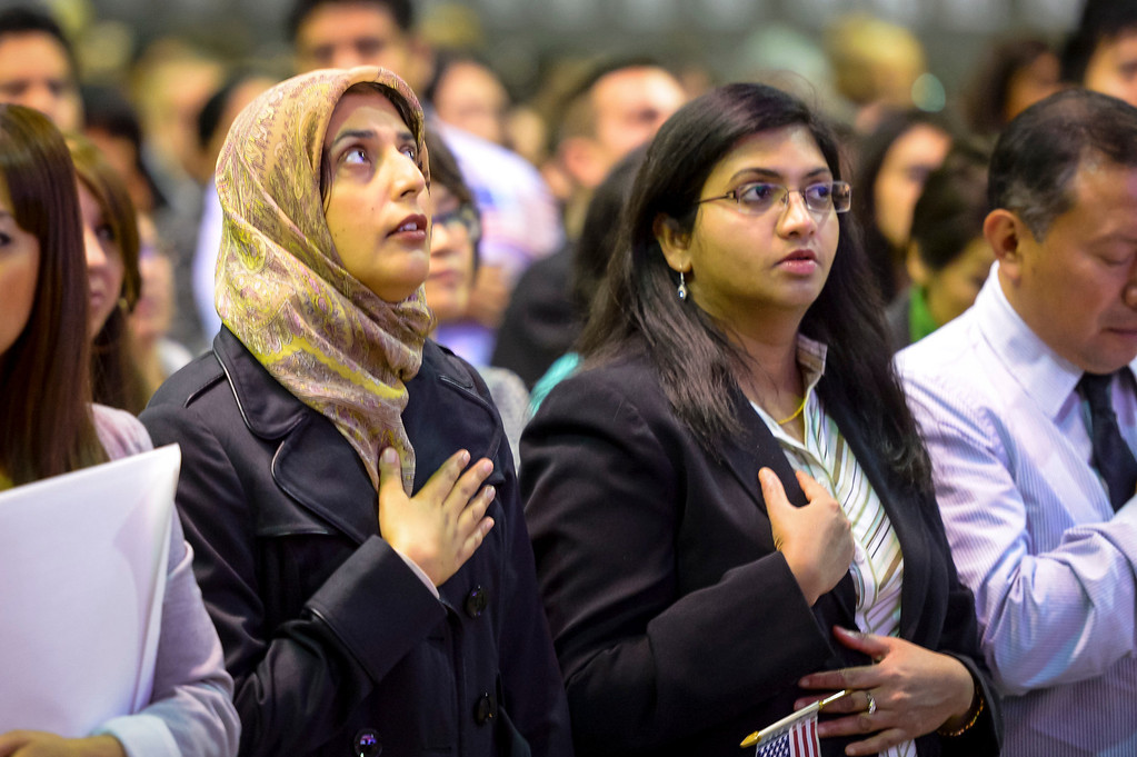 . New US Citizens recite the pledge of allegiance after being sworn in as US citizens at the Los Angeles Convention Center Tuesday, December 17, 2013.  3,793 immigrants were sworn in as New US citizens at the ceremony.  ( Photo by David Crane/Los Angeles Daily News )