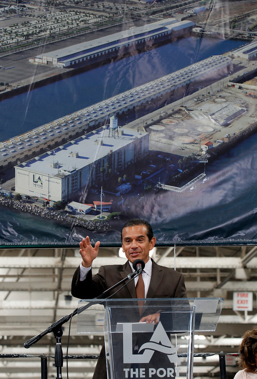 . Los Angeles Mayor Antonio Villaraigosa joins port officials unveiling plans to create a $500 million marine research center, called AltaSea in Los Angeles Monday, June 17, 2013.  (AP Photo/Nick Ut)