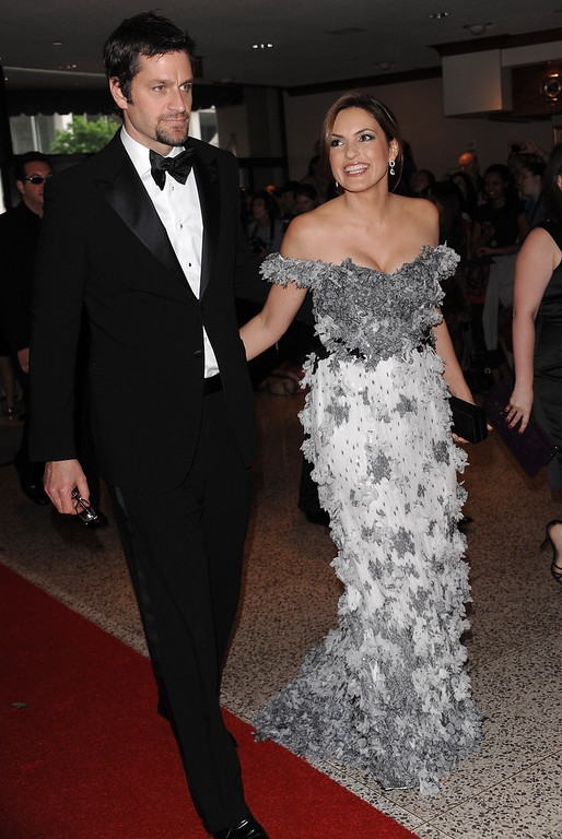 . Actress Mariska Hargitay and husband Peter Hermann attends the 2009 White House Correspondent\'s Dinner at the Washington Hilton on Saturday, May 9, 2009 in Washington. (AP Photo/Evan Agostini)