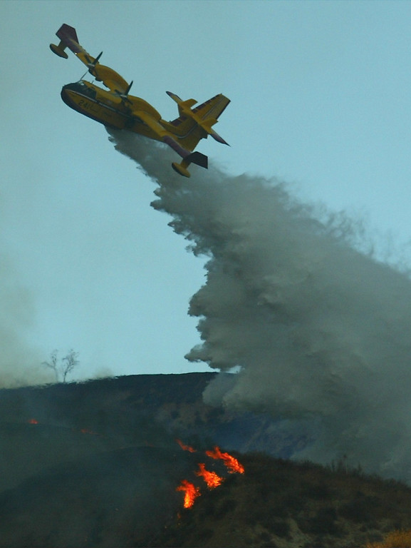. 10-24-03...Val Verde Park fire...Photo of the super scooper as it makes a drop on a 200+acre brush fire that is still burning, more info from fire dept.Photo by Gene Blevins/LA Daily news