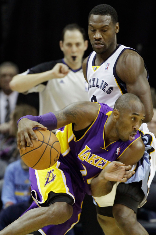 . Los Angeles Lakers\' Kobe Bryant, bottom, works the ball against Memphis Grizzlies\' Tony Allen during the second half of an NBA basketball game in Memphis, Tenn., Tuesday, Dec. 17, 2013. The Lakers defeated the Grizzlies 96-92. (AP Photo/Danny Johnston)