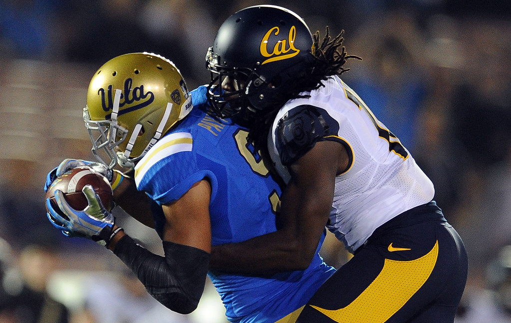 . UCLA wide receiver Jordan Payton (9) catches a pass for a 43-yard first down during the first half of their college football game in the Rose Bowl in Pasadena, Calif., on Saturday, Oct. 12, 2013.   (Keith Birmingham Pasadena Star-News)