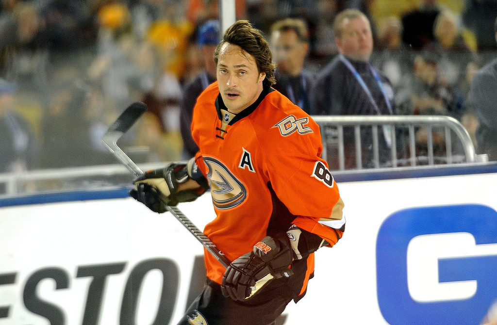 . Anaheim Ducks right wing Teemu Selanne warms-up prior to the inaugural NHL Stadium Series game against the Los Angeles Kings at Dodger Stadium in Los Angeles on Saturday, Jan. 25, 2014. (Keith Birmingham Pasadena Star-News)