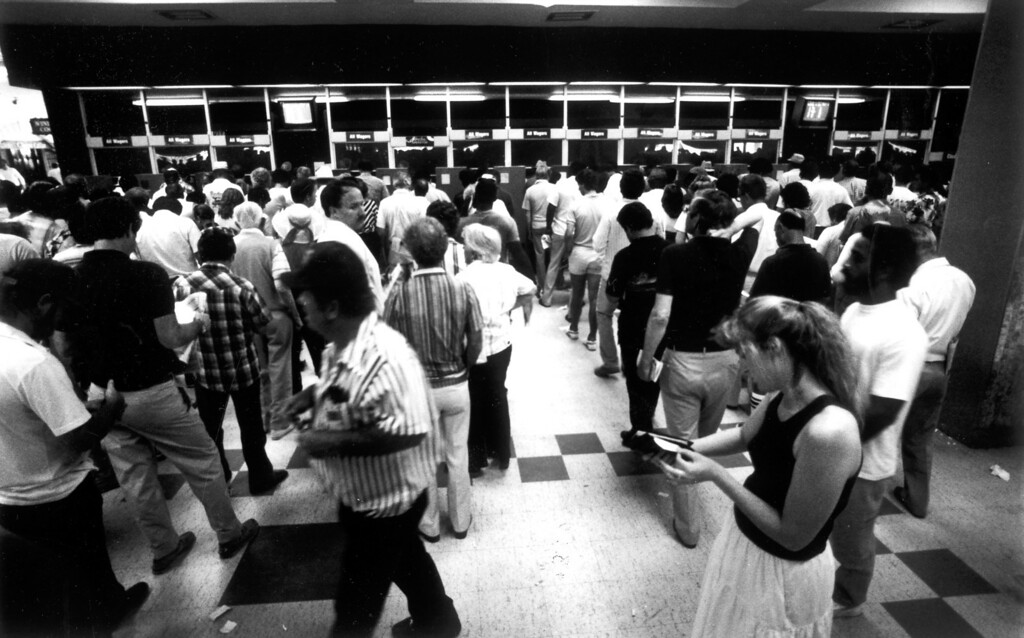 . Bettors line up to make their wagers at Hollywood Park on July 13, 1986.   (Los Angeles Daily News file photo)