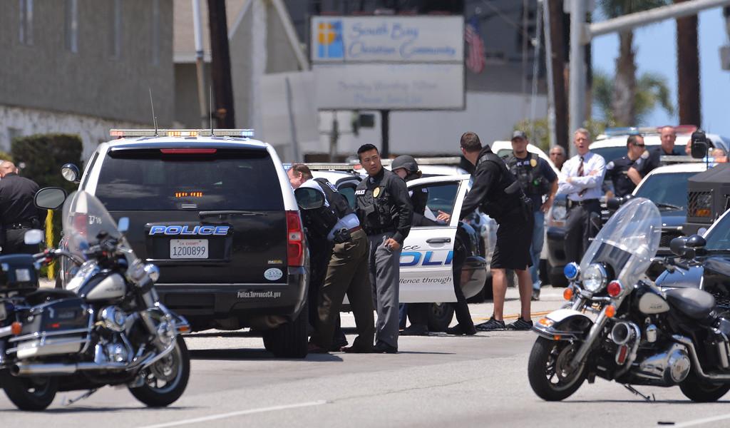 . 0508_NWS_TDB-L-ARREST--- Torrance, CALIFORNIA--5/7/13--- Staff Photo: Robert Casillas / LANG--- Torrance police capture Redondo Beach burglary suspect on Sepulveda Blvd at Gramercy Ave. after brief chase. Sepulveda Blvd. was closed between Arlington and  Cabrillo.