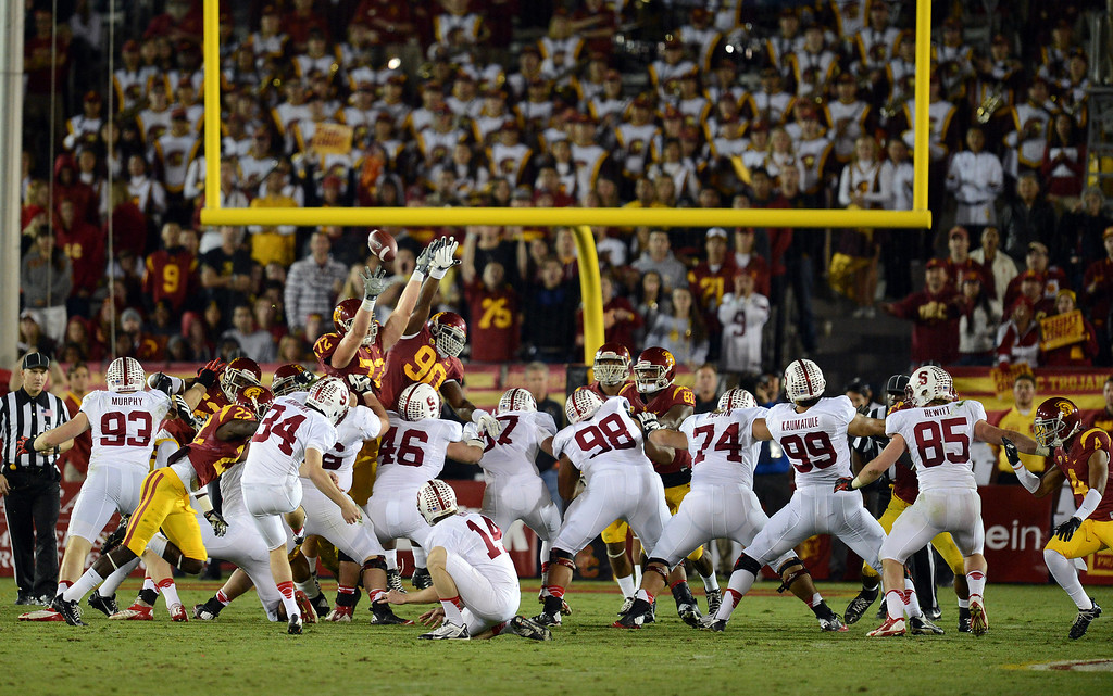 . USC clocks a Stanford field goal in the second half during their game at the Los Angeles Memorial Coliseum Saturday, November 16, 2013. USC beat Stanford 20-17. (Photos by Hans Gutknecht/Los Angeles Daily News)