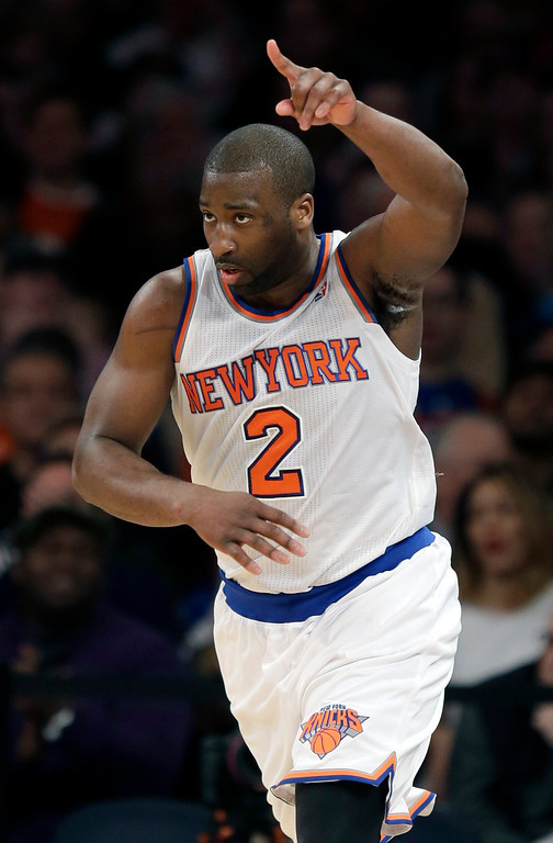 . New York Knicks\' Raymond Felton reacts after scoring during the second half of an NBA basketball game against the Los Angeles Lakers at Madison Square Garden, Sunday, Jan. 26, 2014, in New York. The Knicks defeated the Lakers 110-103. (AP Photo/Seth Wenig)