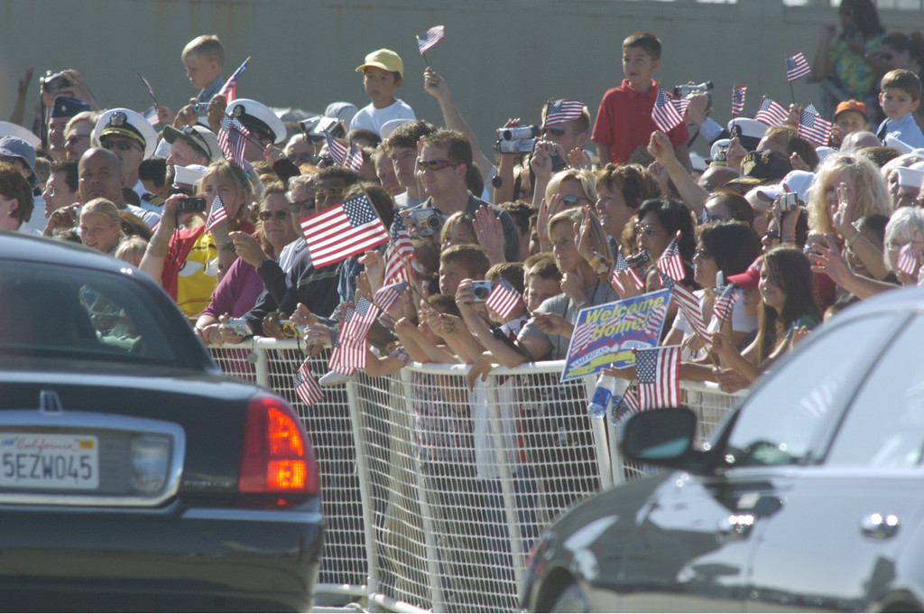 . REAGAN COMES HOME--Well wishers wave to the procession of cars carrying the body of president Ronald Reagan and family as it leave Pt. Mugu Naval Air Station Friday afternoon. Reagan is to be buried at the Reagan Library in Simi Valley, CA.   (Photo by David Crane/Los Angeles Daily News)