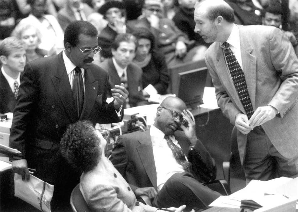 . Defense attorney Johnny Cochran Jr., standing at left, confers with prosecutors Marcia Clark, Christopher Darden and William Hodgman.   (1995)   (Los Angeles Daily News file photo)