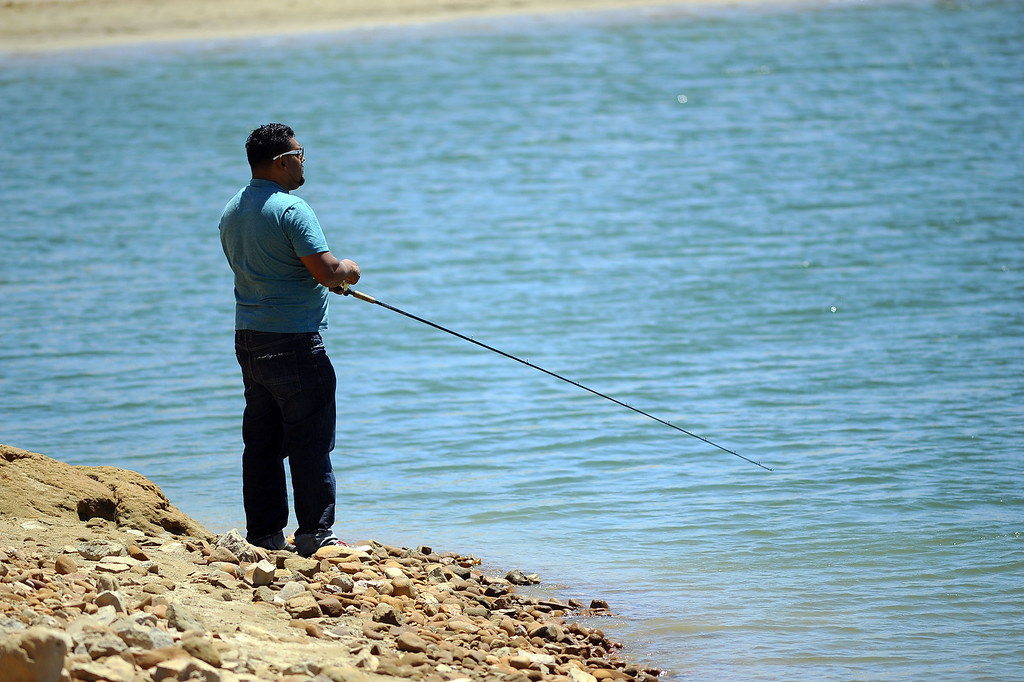 . Castaic Lake visitors were greeted by warm temperatures Tuesday May 13, 2014.  Warm weather is forecast for the region for the next few days.(Andy Holzman/Los Angeles Daily News)