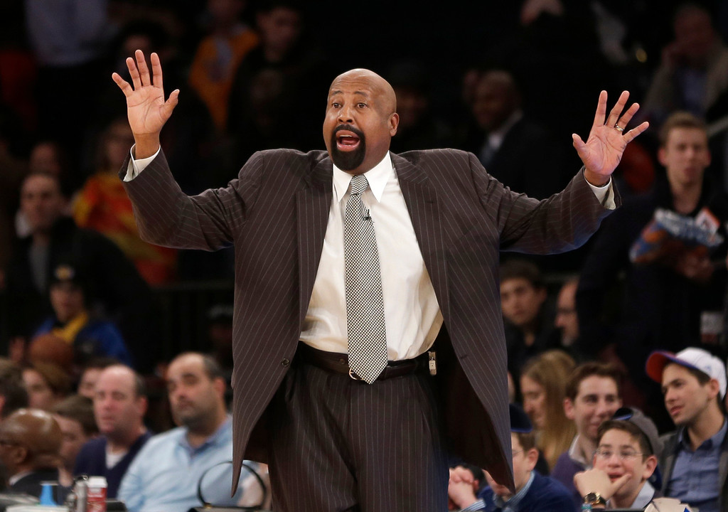 . New York Knicks\' Mike Woodson talks to his players during the second half of the NBA basketball game against the Los Angeles Lakers at Madison Square Garden Sunday, Jan. 26, 2014, in New York. The Knicks defeated the Lakers 110-103. (AP Photo/Seth Wenig)