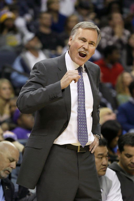 . Los Angeles Lakers coach Mike D\'Antoni shouts in the second half of an NBA basketball game against the Memphis Grizzlies in Memphis, Tenn., Tuesday, Dec. 17, 2013. The Lakers defeated the Grizzlies 96-92. (AP Photo/Danny Johnston)