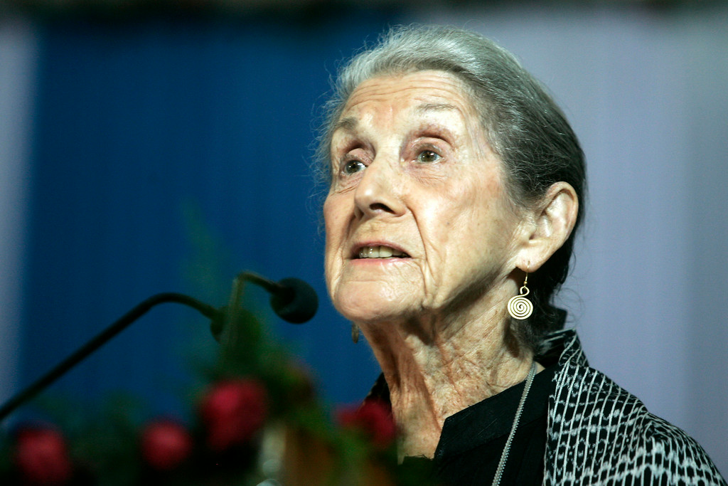 ". In this Monday, Nov. 10, 2008 file photo South African writer and Nobel Literature laureate Nadine Gordimer, delivers a speech titled ""The Inward Testimony\"" in Calcutta, India. Gordimer died in her sleep in Johannesburg, Sunday July 13, 2014, aged 90.  (AP Photo/Bikas Das, File)"