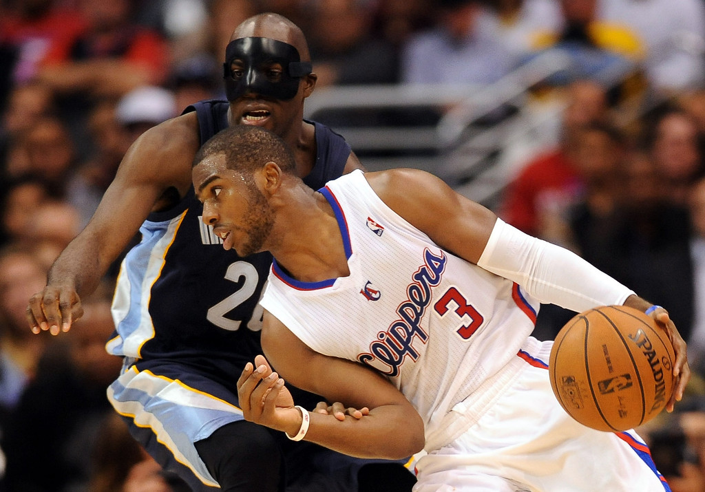 . Los Angeles Clippers\' Chris Paul looks for help while being guarded by Quincy Pondexter of the Memphis Grizzlies during the second half Monday, Nov. 18, 2013, in Los Angeles.  The Clippers lost the game 106-102.(Andy Holzman/Los Angeles Daily News)