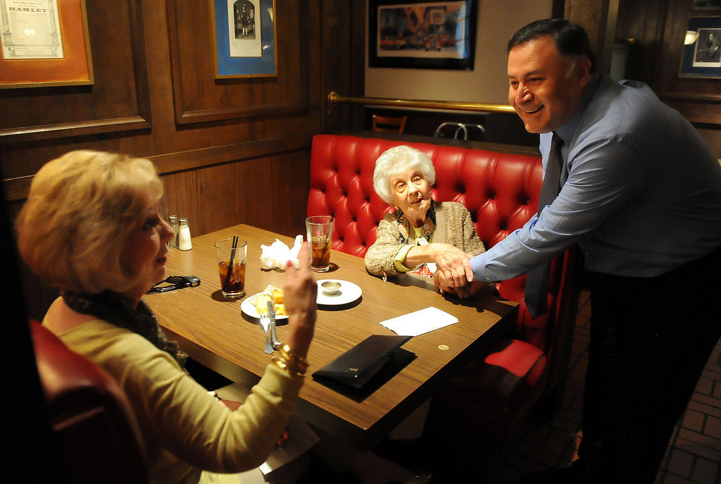 . Donna DiStefano, left, with Marion DiStefano, center, who have been coming to Hamburger Hamlet for over 30 years speaks with Manager Guillermo Mireles who has been with the company for 33 years at Hamburger Hamlet on Lake Ave. which is changing to Dupar\'s Restaurant & Bakery in Pasadena, Calif., on Thursday, Jan.2, 2014.   (Keith Birmingham Pasadena Star-News)