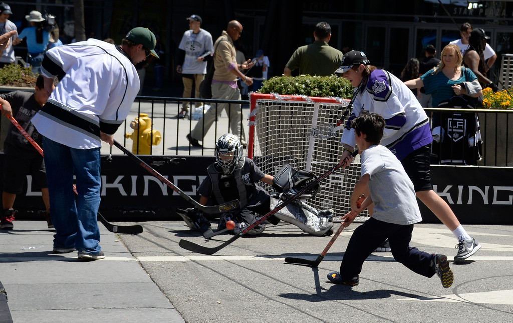 . June 13,2014. Los Angeles. CA.  Kids plays some street hockey, as thousands of LA King fans arrive hours early at Staples Center for game 5 of the Stanley Cup Playoffs. Photo by Gene Blevins/LA DailyNews