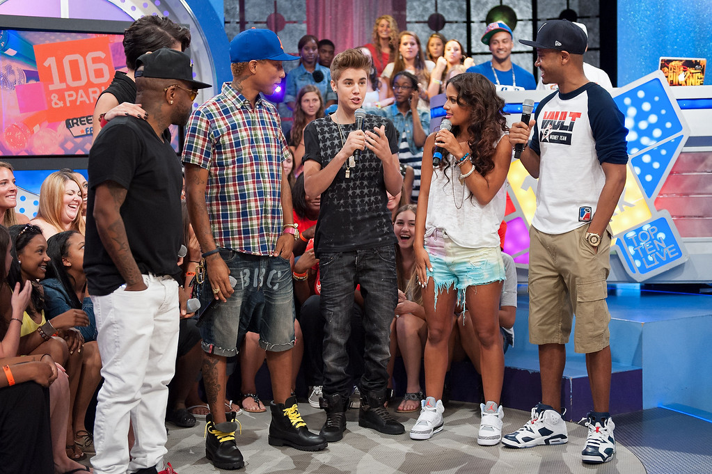". NEW YORK, NY - JUNE 20:  (L-R) Jermaine Dupri, Leah LaBelle, Pharrell, Justin Bieber, Rocsi Diaz, and Terrence J visit BET\'s ""106 & Park\"" at BET Studios on June 20, 2012 in New York City.  (Photo by D Dipasupil/Getty Images)"