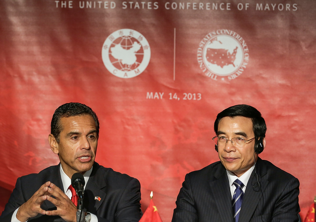 . Los Angeles Mayor Antonio Villaraigosa, left, and Beijing Mayor Wang Anshun attend the seventh annual Sino-U.S. Mayors Summit in Los Angeles Tuesday, May 14, 2013.  (AP Photo/Damian Dovarganes)