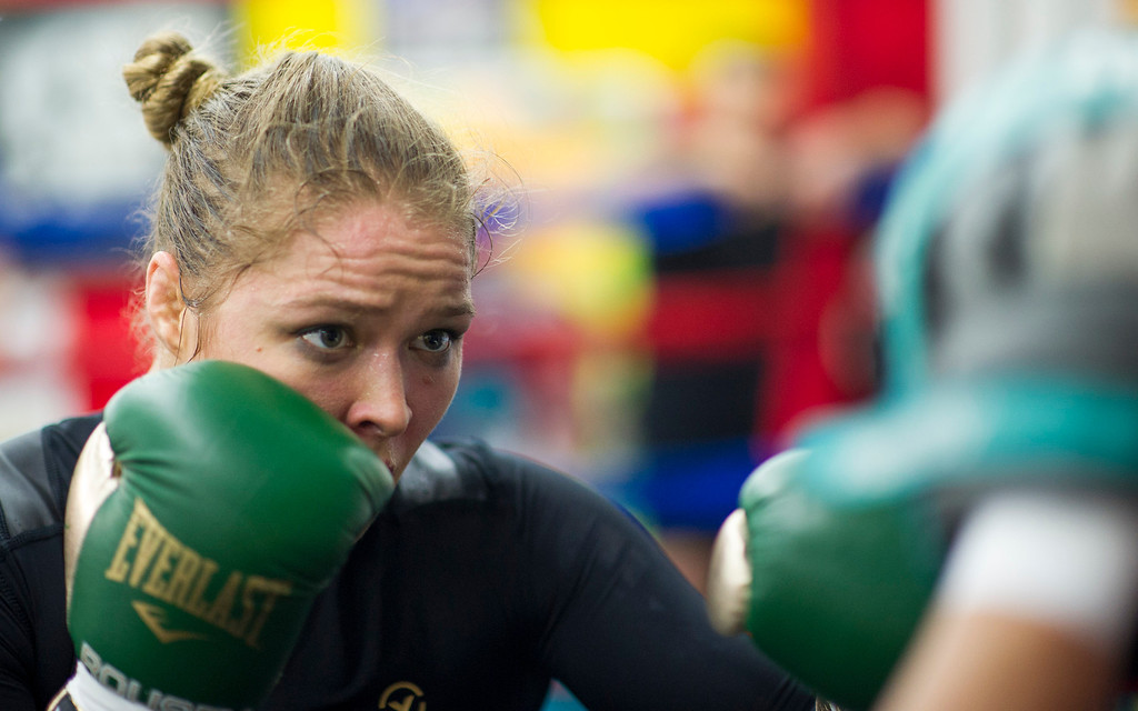 . Members of the media watch UFC women\'s bantamweight champion Ronda Rousey  open workout at Glendale Fighting Club in Glendale Monday, February 10, 2014. (Photo by Hans Gutknecht/Los Angeles Daily News)