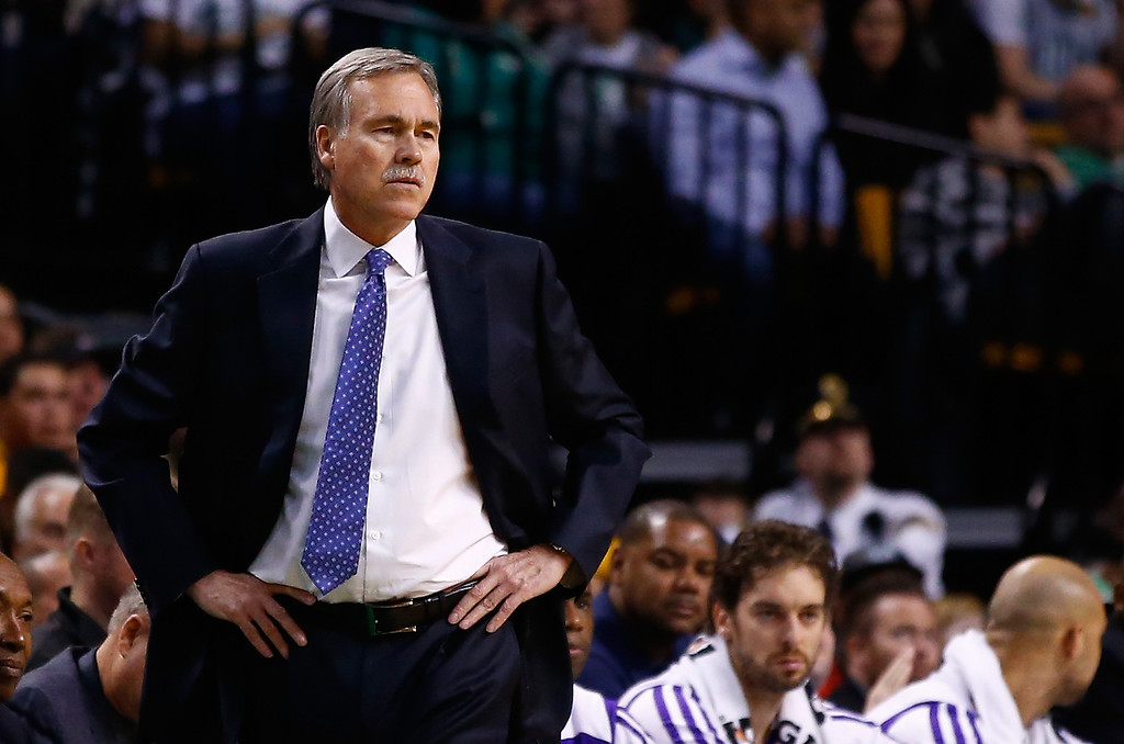 . BOSTON, MA - JANUARY 17: Head coach Mike D\'Antoni of the Los Angeles Lakers looks on against the Boston Celtics in the second quarter during the game at TD Garden on January 17, 2014 in Boston, Massachusetts.   (Photo by Jared Wickerham/Getty Images)