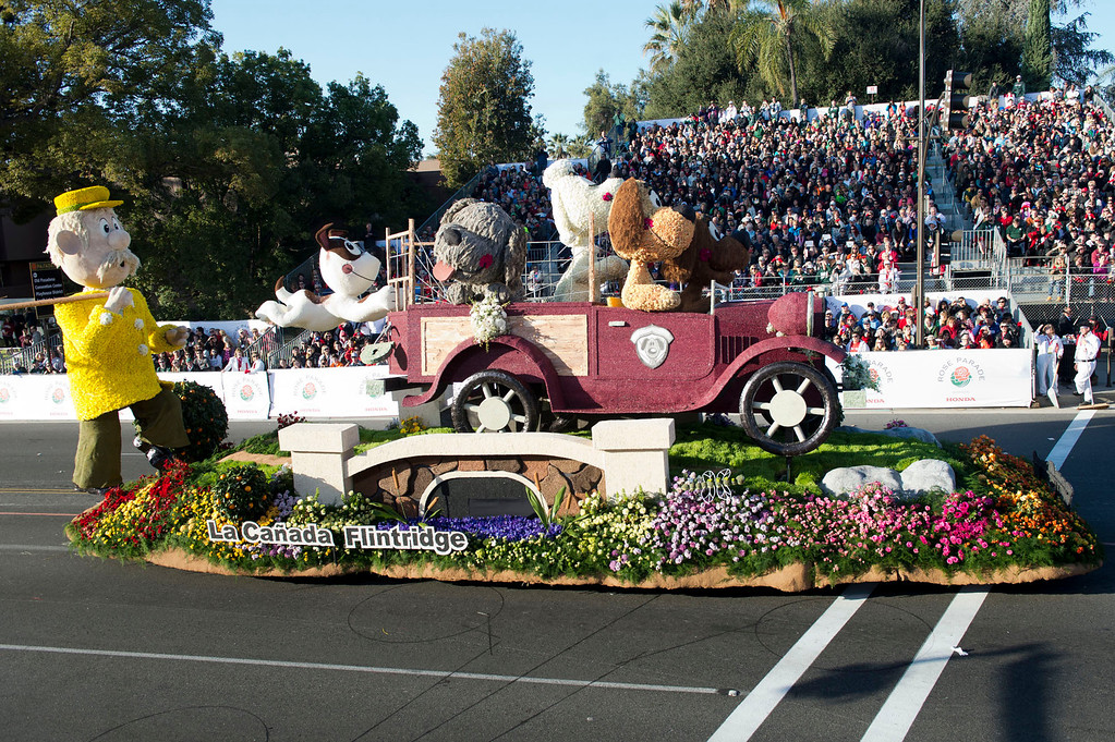 ". La Canada Flintridge Tournament of Roses Association ""Dog Gone!\"" during 2014 Rose Parade in Pasadena, Calif. on January 1, 2014. This float won Bob Hope Humor award for most comical and amusing entry. (Staff photo by Leo Jarzomb/ Pasadena Star-News)"
