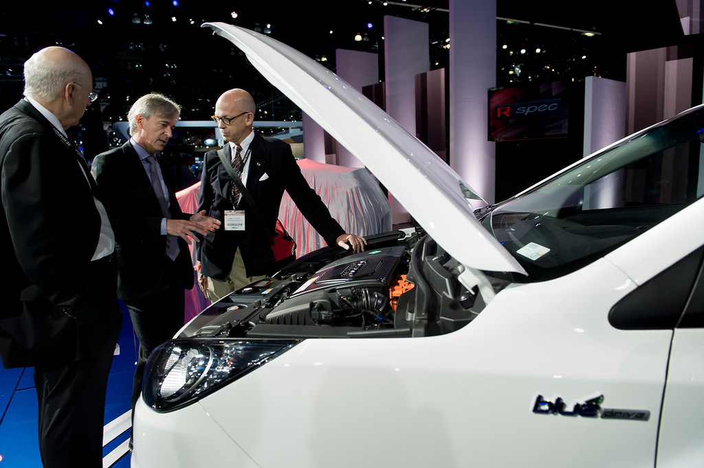 . People look under the hood of the Hyundai Tuscon hydrogen fuel cell car on display at Los Angeles Auto Show on Wednesday, Nov. 20, 2013, in Los Angeles. (Photo by Watchara Phomicinda/San Gabriel Valley Tribune)