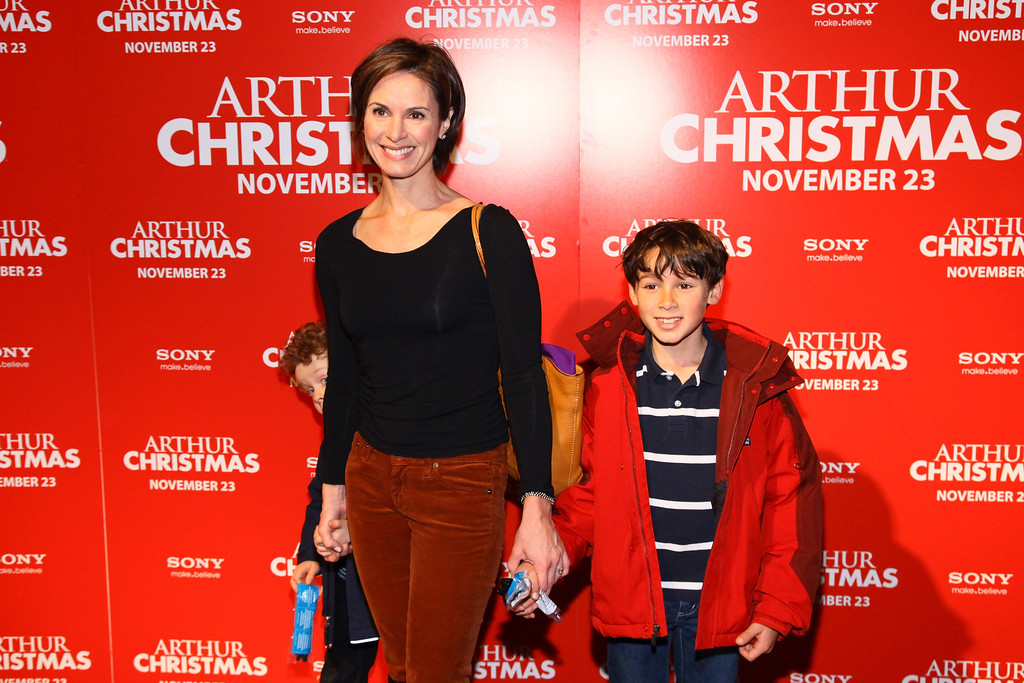 ". NEW YORK, NY - NOVEMBER 13:  News  anchor Elizabeth Vargas attends the ""Arthur Christmas\"" premiere at the Clearview Chelsea Cinemas on November 13, 2011 in New York City.  (Photo by Neilson Barnard/Getty Images)"
