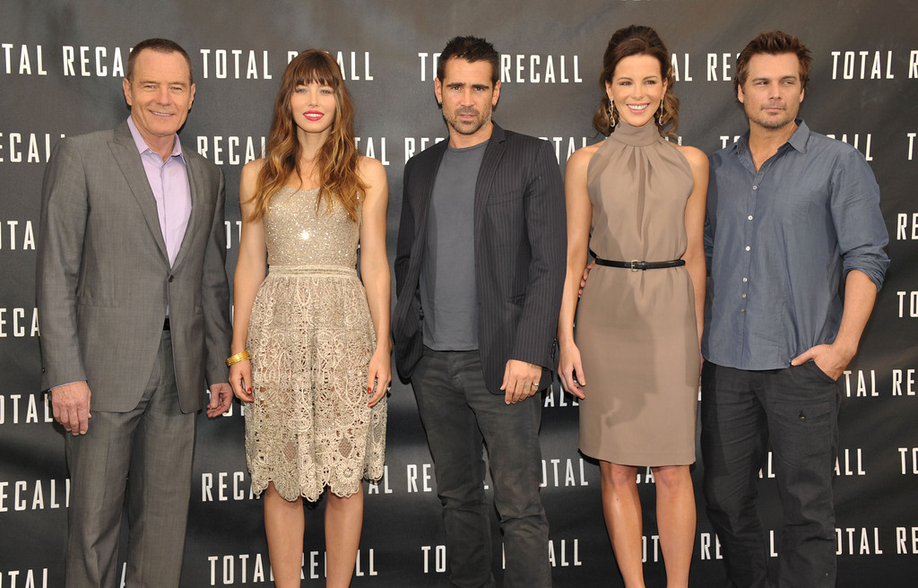 ". Actors Bryan Cranston, left, Jessica Biel, Colin Farrell, Kate Beckinsale, and director Len Wiseman attend the ""Total Recall\"" photo call on Saturday, July 28, 2012 in Los Angeles. (Photo by John Shearer/Invision/AP)"
