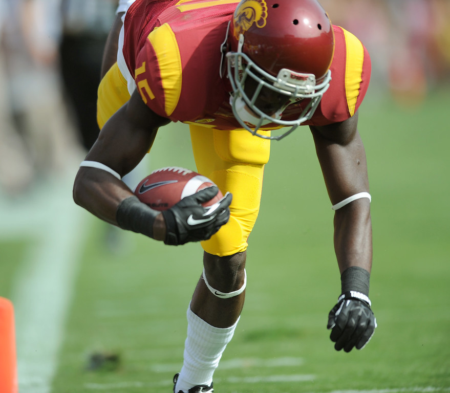 . USC WR Nelson Agholor dives into the end zone for a first-quarter touchdown against Utah, Saturday, October 26, 2013, at the L.A. Memorial Coliseum. (Michael Owen Baker/L.A. Daily News))