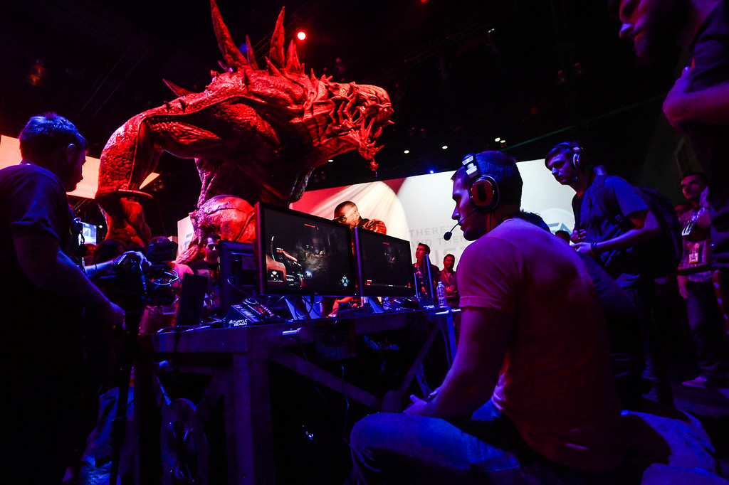 """. Games play the video game \""""Evolve\"""" at the Electronic Entertainment Expo in Los Angeles on Tuesday, June 10, 2014. (Photo by Watchara Phomicinda)"""