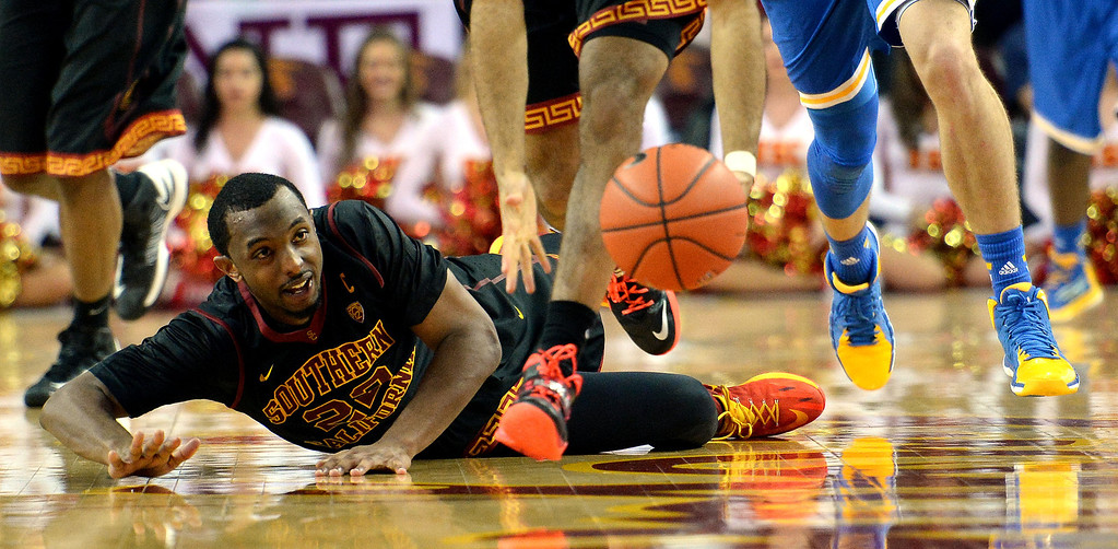 . Southern California\'s Byron Wesley eyes a loose ball in the second half of a PAC-12 NCAA basketball game against UCLA at Galen Center in Los Angeles, Calif., on Saturday, Feb. 8, 2014. UCLA won 83-73. (Keith Birmingham Pasadena Star-News)