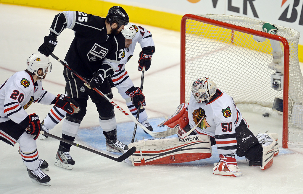 . Kings\'  Dustin Penner #25 get the puck past Blackhawks\' goalie Corey Crawford #50 for the goal to make it 2-1 during game 4 of the Western Conference finals at the Staples Center in Los Angeles June 6, 2013. (David Crane/Los Angeles Daily News)