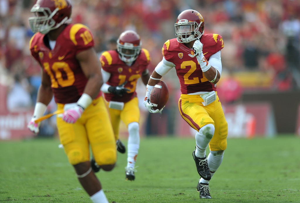 . USC\'s Su\'a Cravens returns an interception that lead to a field goal at the end of the first half, Saturday, October 26, 2013, at the L.A. Memorial Coliseum. (Michael Owen Baker/L.A. Daily News)