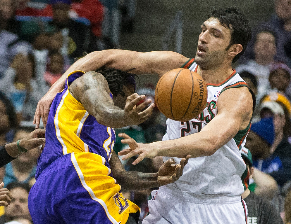 . Milwaukee Bucks\' Zaza Pachulia fouls Los Angeles Lakers\' Jordan Hill during the second half of an NBA basketball game Thursday, March 27, 2014, in Milwaukee. (AP Photo/Tom Lynn)