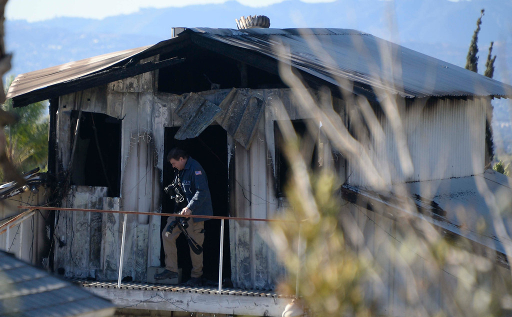 . LA city firefighters and arson investigators on the scene of a duplex fire in Sylmar where four family members died, Monday, Jan. 13, 2014.  Photo by Gene Blevins/LA Daily News