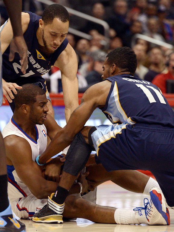 . Los Angeles Clippers\' Chris Paul fights for a loose ball with Tayshaun Prince and Mike Conley of the Memphis Grizzlies during the first half Monday, Nov. 18, 2013, in Los Angeles.(Andy Holzman/Los Angeles Daily News)