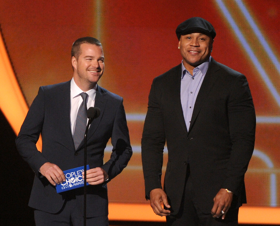 . From left, Chris O\'Donnell and LL Cool J speak at the 40th annual People\'s Choice Awards at Nokia Theatre L.A. Live on Wednesday, Jan. 8, 2014, in Los Angeles. (Photo by Frank Micelotta/Invision/AP)