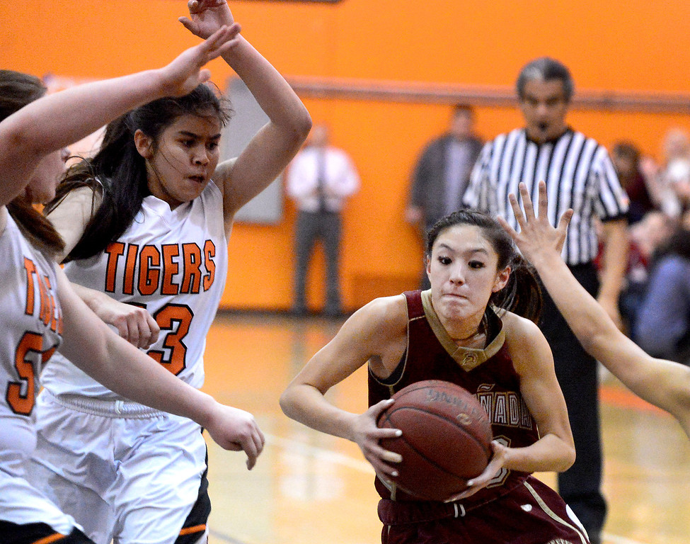 . La Canada\'s Courtney Chen (20) goes for a layup as South Pasadena defeats La Canada 66-58 Friday night, January 31, 2014 at South Pasadena High School. (Photo by Sarah Reingewirtz/Pasadena Star-News)