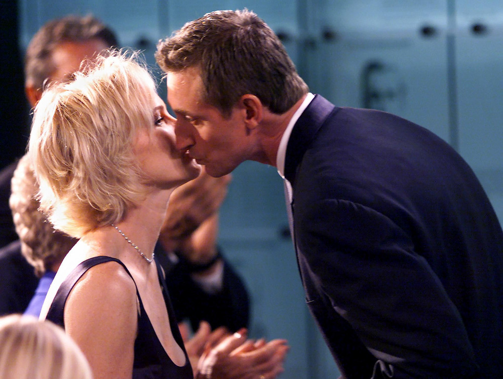 . TORONTO, CANADA - NOVEMBER 22:  Hockey legend Wayne Gretzky(R) gets a kiss from wife Janet after being inducted into the Hockey Hall of Fame in Toronto 22 November 1999. Gretzky, considered the best hockey player of all time, was welcomed into the Hall three years ahead of schedule. (FRANK GUNN/AFP/Getty Images)