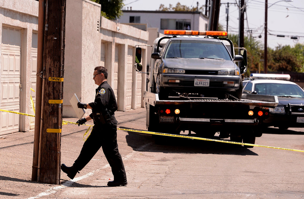 . Pomona Police investigate the scene a double-shooting along the 300 block of Orchid Lane in Pomona August 11, 2013.   GABRIEL LUIS ACOSTA/STAFF PHOTOGRAPHER.