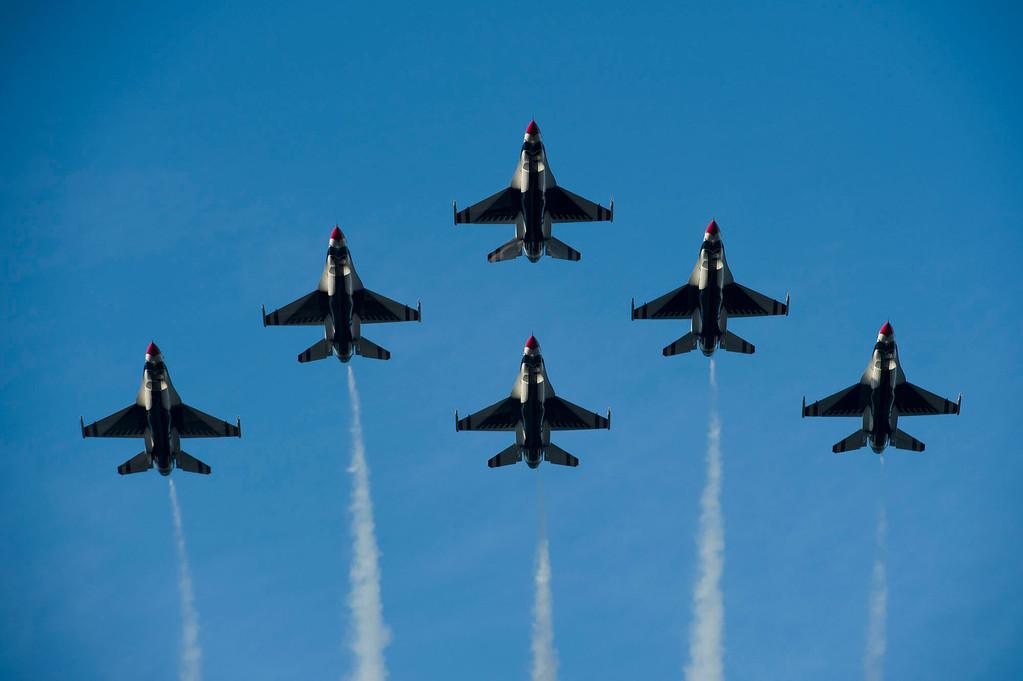 . United States Air Force Thunderbirds Flyover during 2014 Rose Parade in Pasadena, Calif. on January 1, 2014.  (Staff photo by Leo Jarzomb/ Pasadena Star-News)