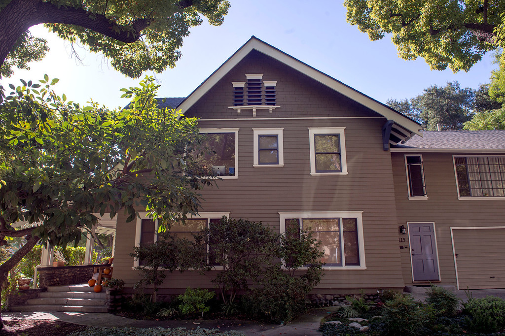 . Three buildings in South Pasadena, Calif., pictured October 30, 2013, were used for the 1978 film Halloween with Jamie Lee Curtis and Donald Pleasence.  Laurie Strode\'s (Jamie Lee Curtis) house at Oxley and Fairview.  (Staff photo by Leo Jarzomb/Pasadena Star-News)