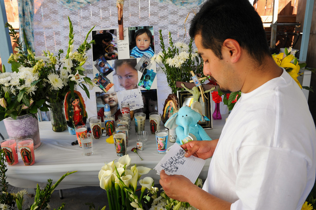 . Oscar Reyes reads a note written by his surviving son Kenny to Oscar\'s wife, Gissella Yauli, who died last week in burning garage of a South Los Angeles home, where the family had been living. (Photo by Michael Owen Baker/L.A. Daily News)