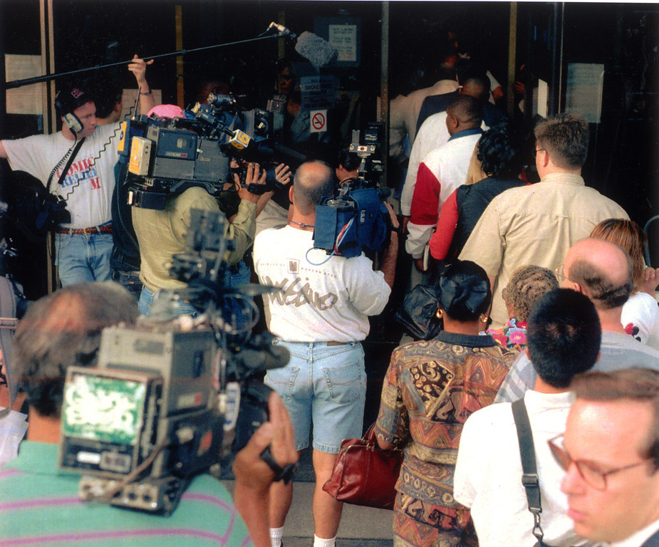 . Members of the media swarm around prospective jurors outside the Criminal Courts Building.   (1994)   (Los Angeles Daily News file photo)