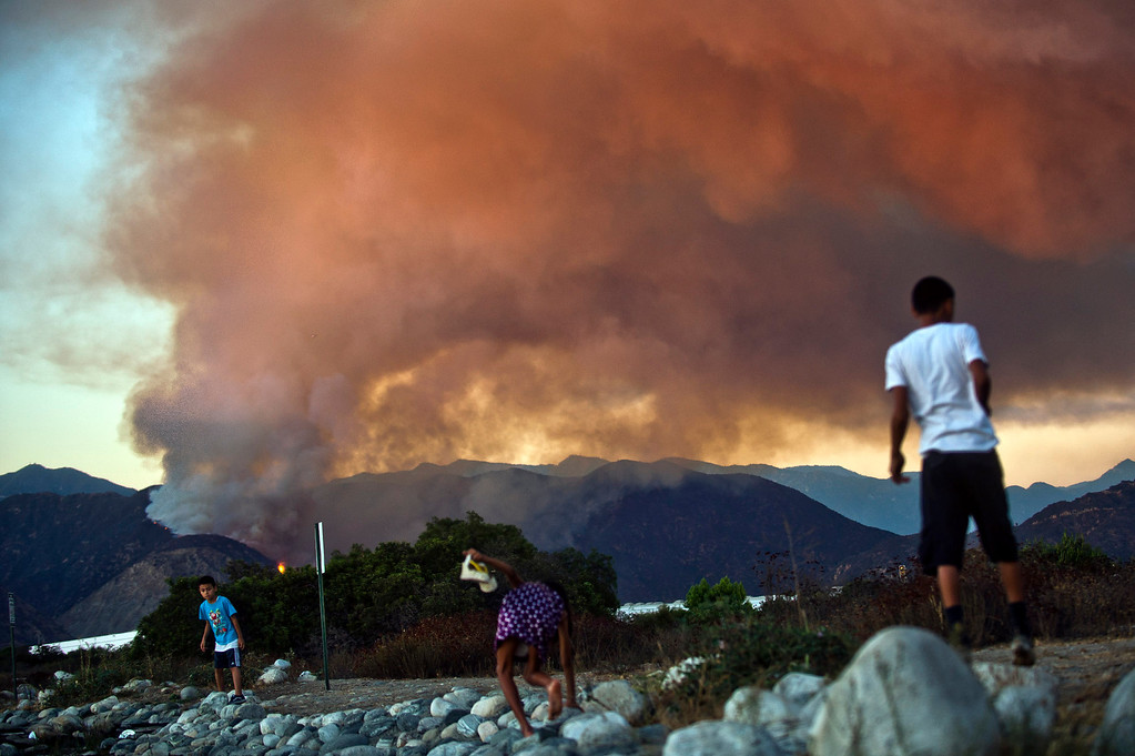 . Madre Fire in the Angeles National Forest above Azuza is seen from Santa Fe Dam Recreational Area i Irwindale, Calif. on Monday evening, Sept. 23, 2013. (Photo by Watchara Phomicinda/ San Gabriel Valley Tribune)