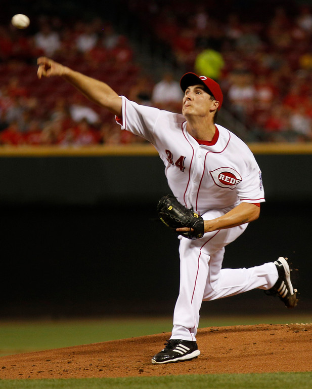 . Cincinnati Reds starting pitcher Homer Bailey throws against the Los Angeles Dodgers in the first inning during a baseball game, Sunday, Sept. 8, 2013, in Cincinnati. (AP Photo/David Kohl)